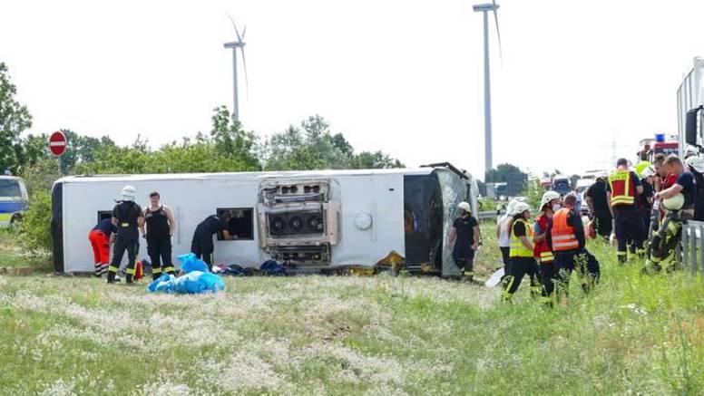 Tragedija u Njemačkoj: Na autocesti se prevrnuo autobus iz Srbije, najmanje 19 ozlijeđenih