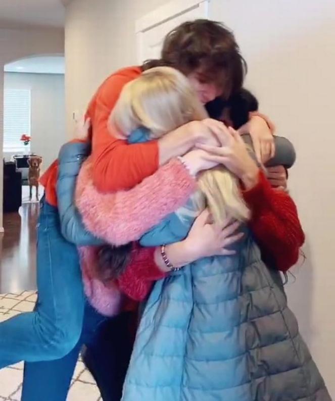 Maćeha iznenadila suprugovu djecu posjetom njihove mame
