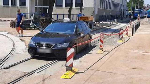 Taksi zapeo u Zagrebu: 'Svježi beton se stvrdnuo, on više nije ni mrdnuo. Baš se jako mučio'