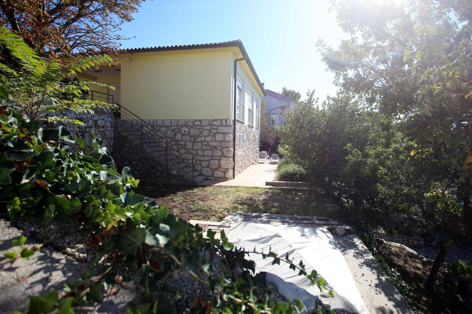 Šukerova tajna imovina: Dva stana, kuća, lokal i 5 zemljišta