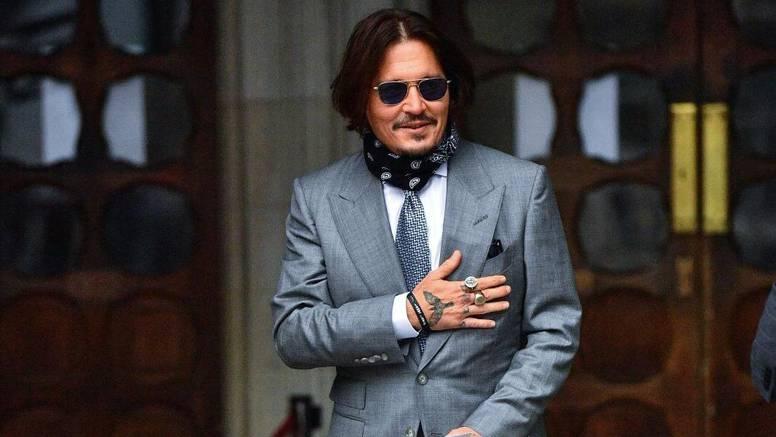 O padu holivudskog ljepotana Johnnyja Deppa rade tri filma