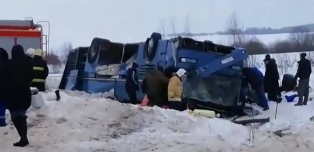 Bus sletio s ceste: Sedmero mrtvih, od čega četvero djece