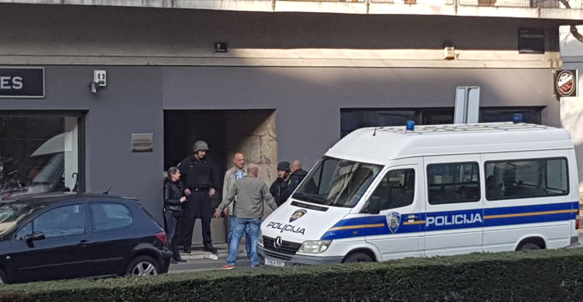 Po cesti nosio pušku? Policija privela muškarca u Bauerovoj