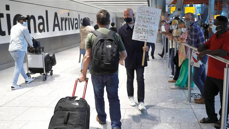 Velika Britanija ukida karantenu za cijepljene putnike koji se vraćaju iz Francuske