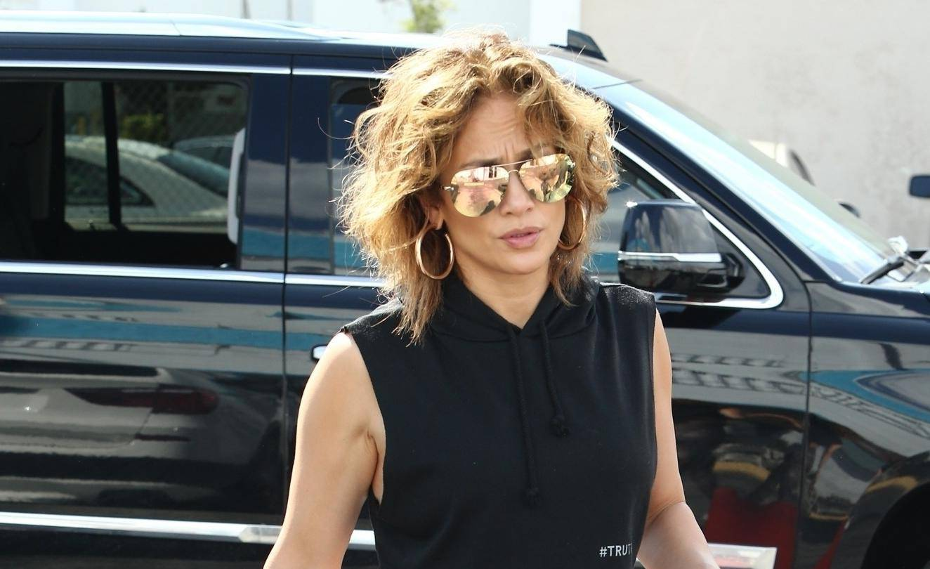 *EXCLUSIVE* Jennifer Lopez shows that rock hard abs don't just happen as she dutifully hits the gym in Miami while showing off a new hairstyle.