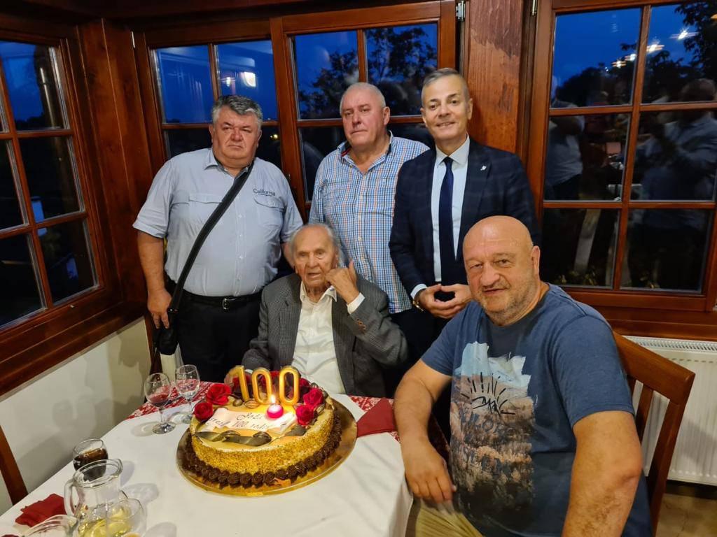 Josip Manolić si zapjevao 'Pod brajde' za svoj stoti rođendan