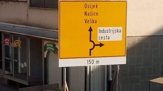 Nasred nogostupa u Požegi osvanuo je znak za novu cestu
