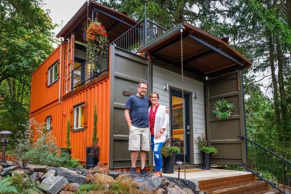 Napravili su kuću od kontejnera da bi mogli živjeti bez kredita