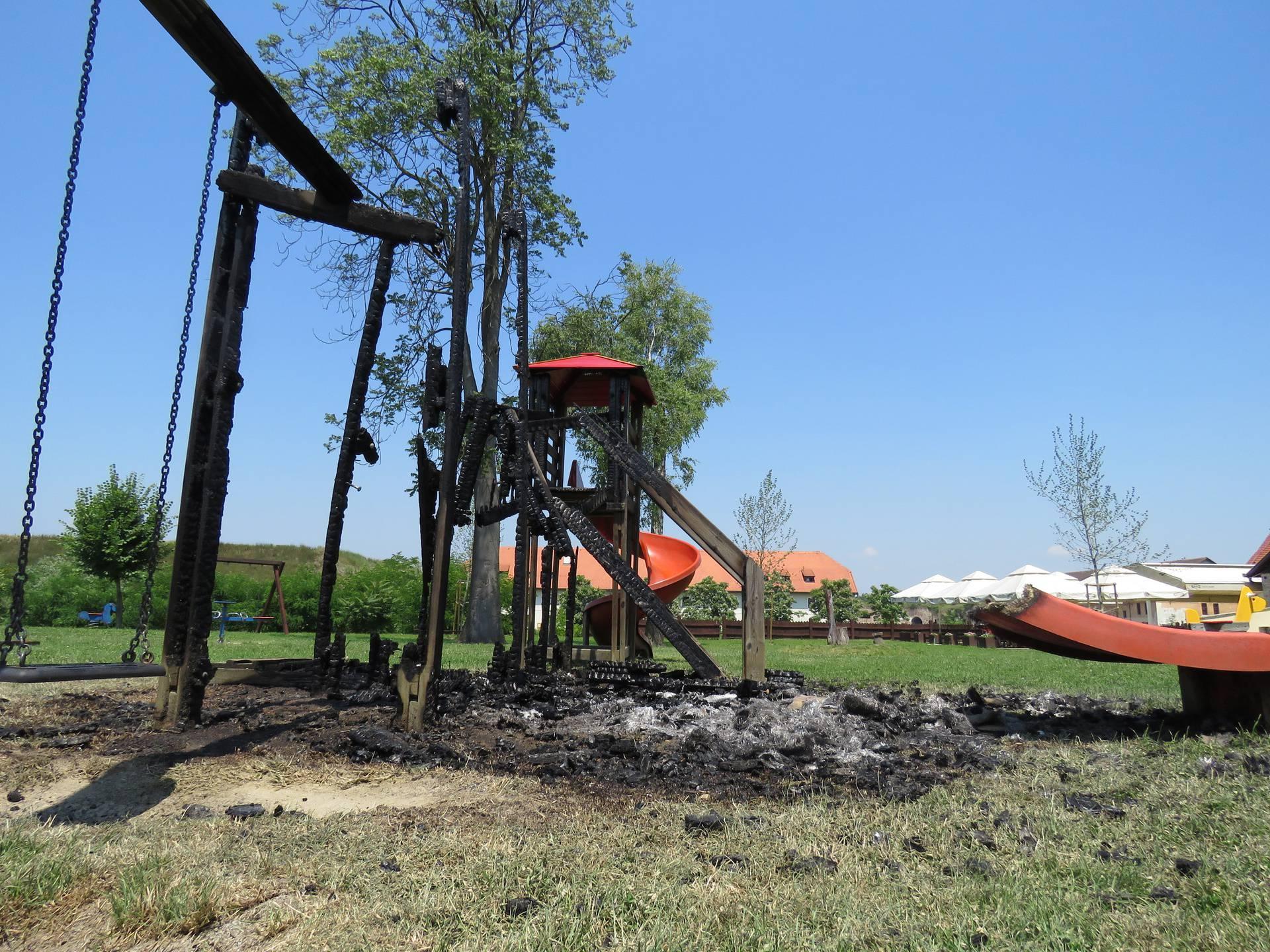 Sramota u Slavonskom Brodu: Zapalili su dječje igralište