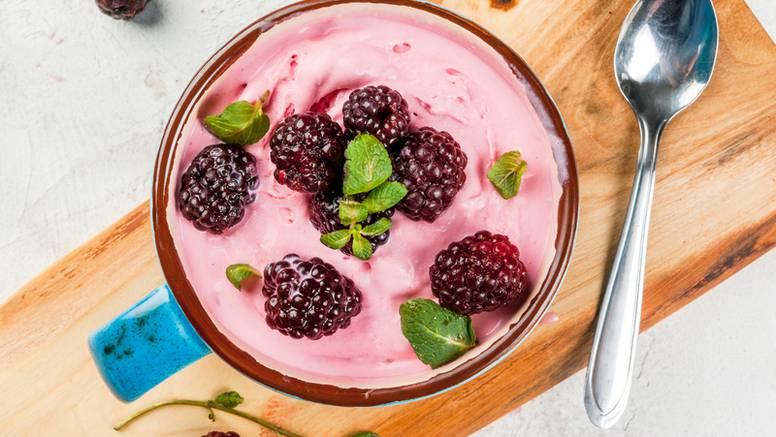 Ledeni voćni jogurt: Mališani ga vole, a gotov je za dvije minute