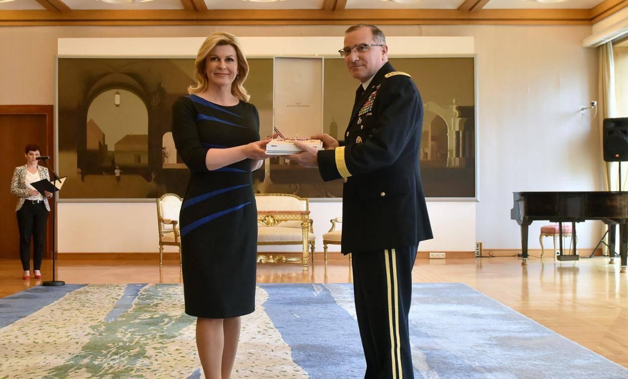 Predsjednica Grabar Kitarović odlikovala američkog generala