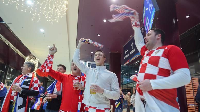 Hrvatski navijači okupirali su Graz na oproštaju, Srba nigdje