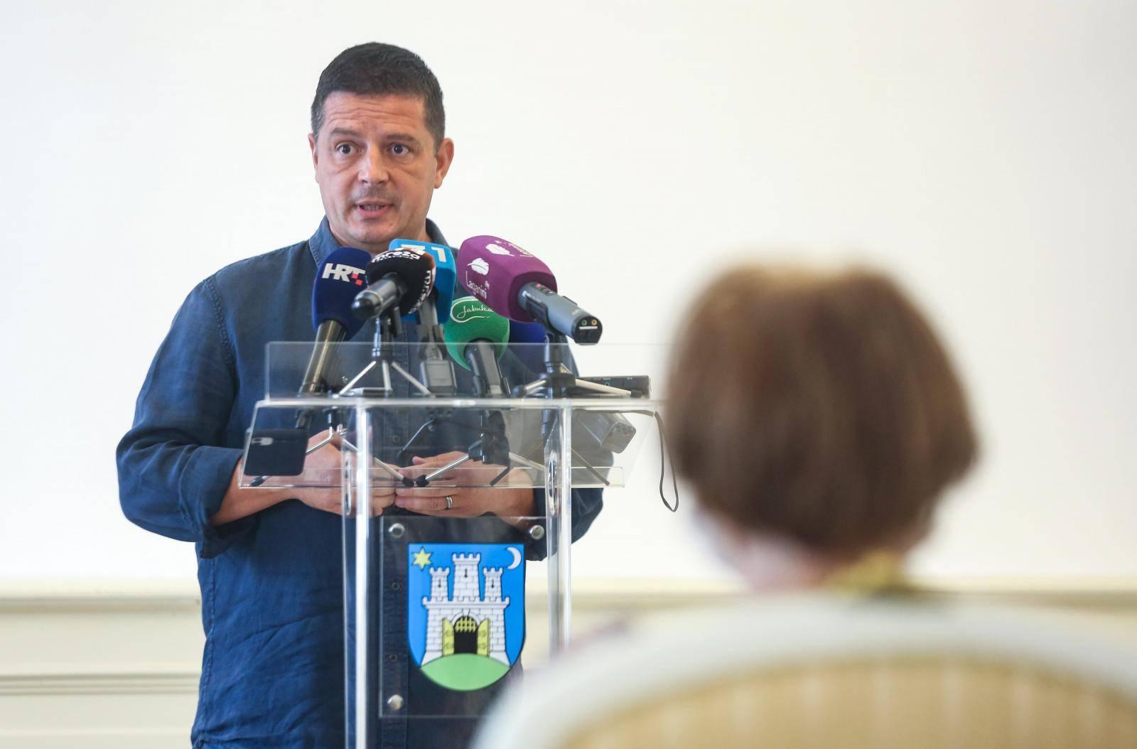 Zagreb: Zastupnik Gradske skupštine Tomislav Stojak na konferenciji za medije