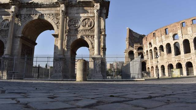 Rome Coronavirus Carabinieri checkpoints near the Colosseum