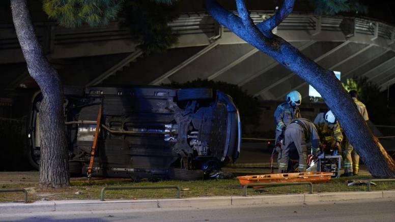 Detalji strave u Splitu: Autom zapeo o rub ceste, udario od stablo i završio na krovu