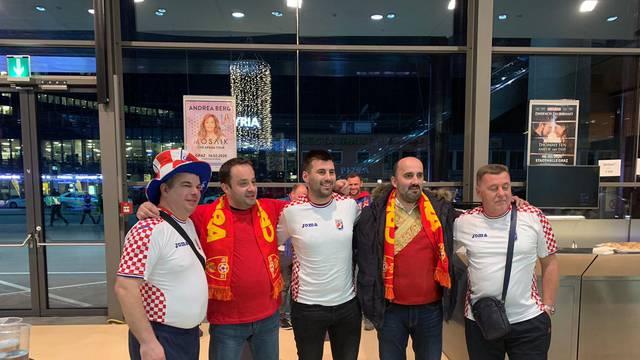 Pivo i slikanje: Crnogorci i Hrvati se družili prije susreta