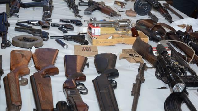 Sisak: Policija o zaplijeni veće količine oružja i streljiva