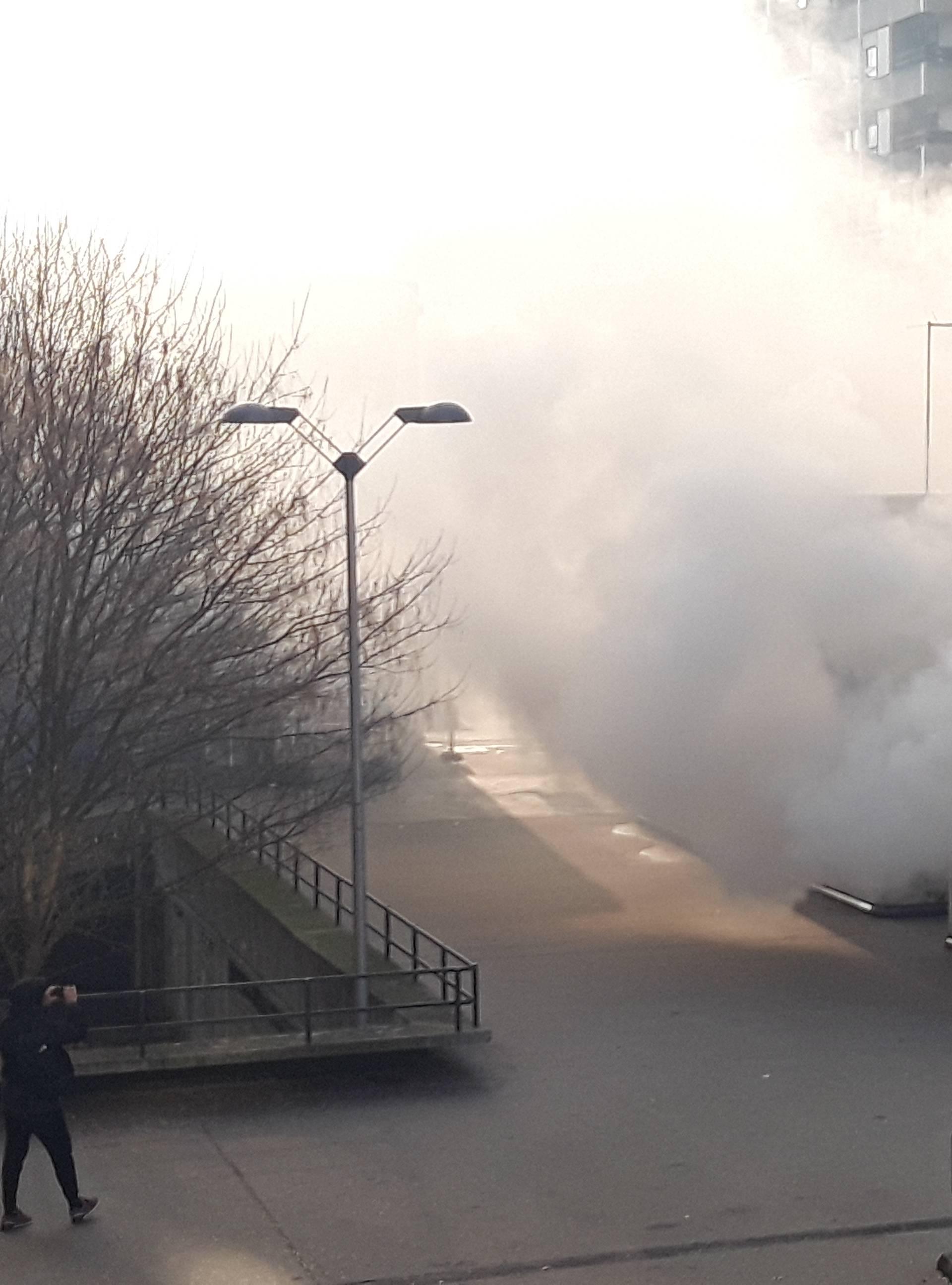 Gorjeli automobili na Mamutici: Jako se dimilo iz otvora garaže