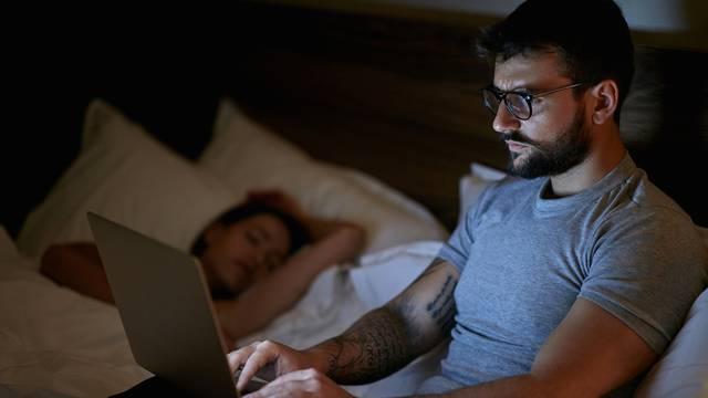 Odgađate spavanje zbog serije i skrolanja jer želite vrijeme za sebe? Evo zašto je to loše za vas