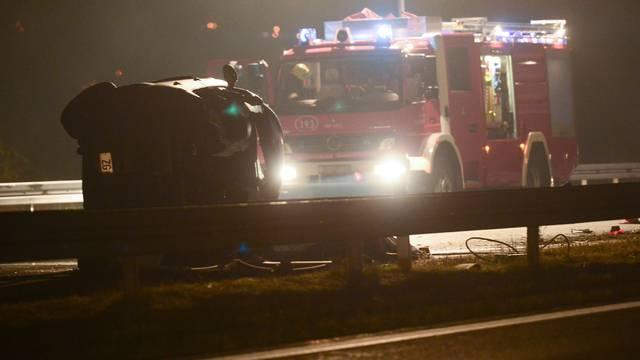 Naletjeli na prikolicu: Poginuli vozač i suvozač iz automobila