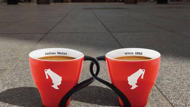 Spojite se uz kavu i stih na zagrebačkom Cvjetnom trgu