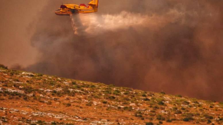 Policija o požaru: Uzrokovalo ga je iskrenje dalekovoda u Seget Gornjem, izgorjelo 800 hektara
