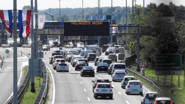 Pojačan promet na naplatnim kućicama Lučko u smjeru Zagreba