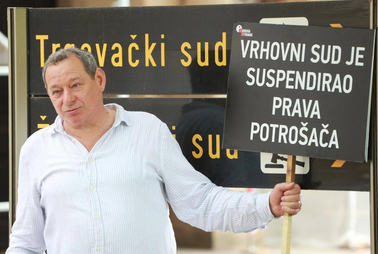Zagreb: Udruga Franak održala konferenciju za medije na Zrinjevcu