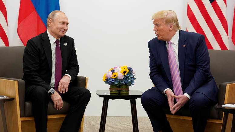 Trump ironično Putinu: 'Ne miješaj se u američke izbore!'