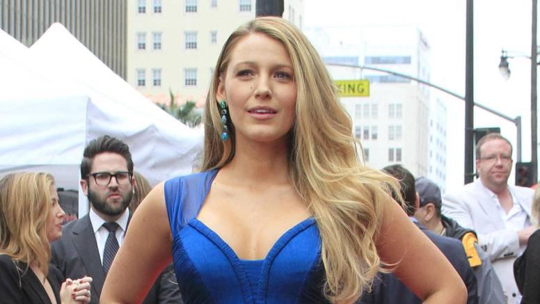Blake šokirala fanove: Dugačku plavu kosu skratila do uha...