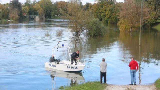 Prevrnuo se čamac na Korani s trojicom Karlovčana: Jedan isplivao, za dvojicom se traga