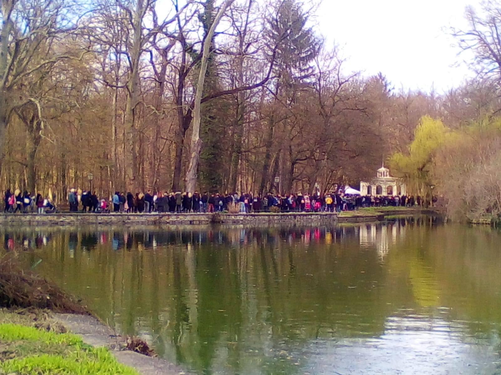 Ogromni redovi pred Zoološkim vrtom, besplatan ulaz za žene