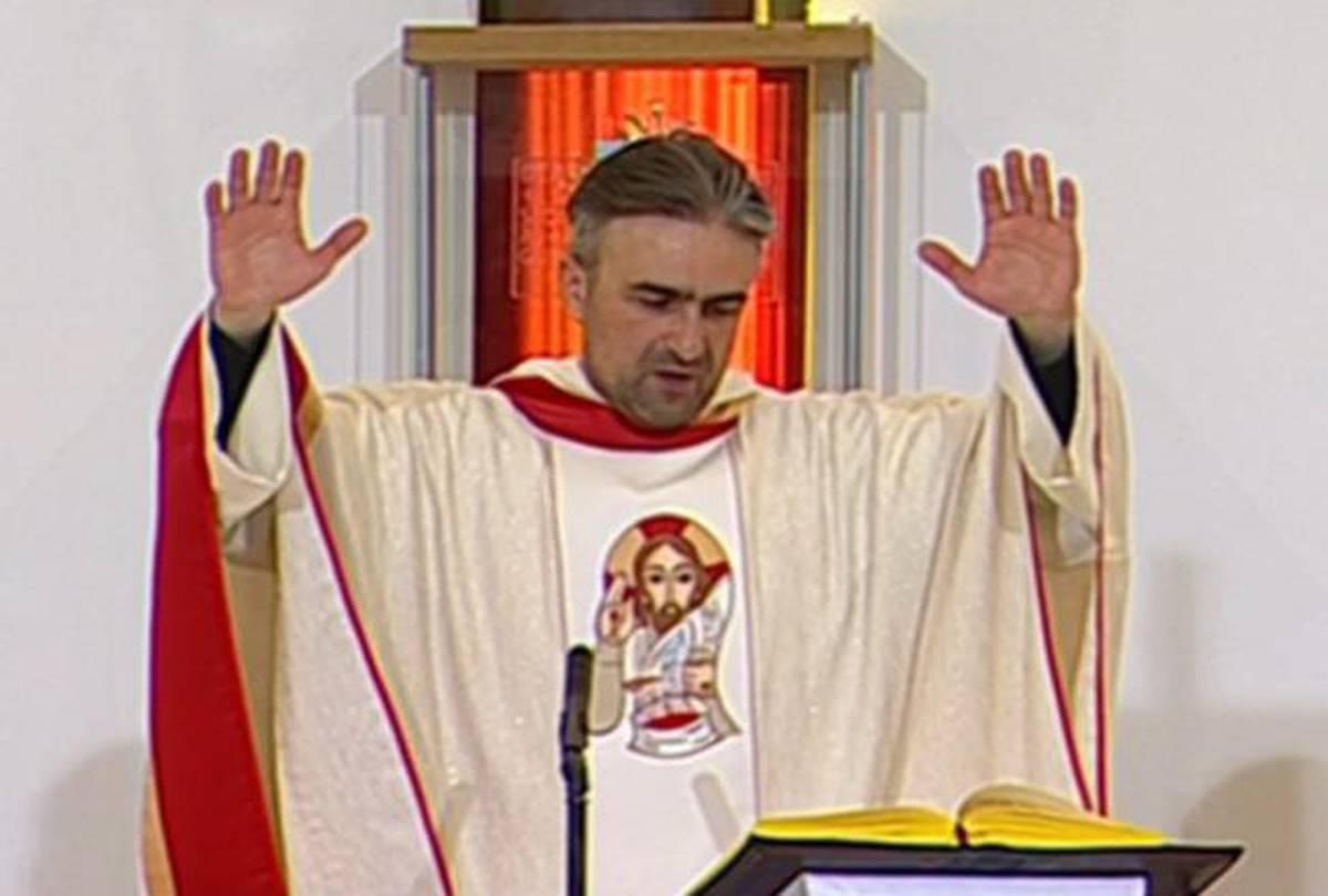 Svećenik na TV misi govorio o 'sveštenicima opasnih namjera' i kome ne dati  glas na izborima | 24sata