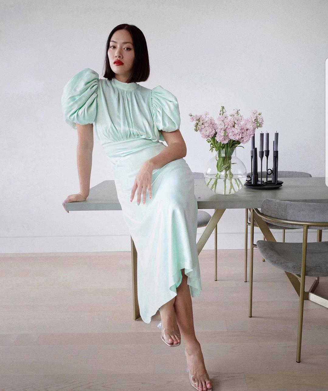 Idealna ljetna večernja haljina: Saten, pastel plus puf rukavi