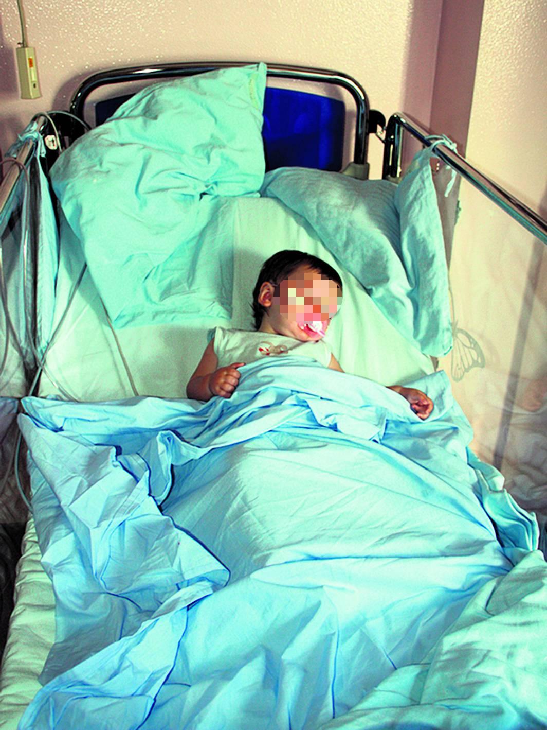 Cijeli život je sama u bolnici: Curica (1) čeka koštanu srž