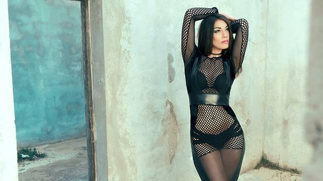 Sexy tijelo i bose noge u novom spotu Maje Bajamić