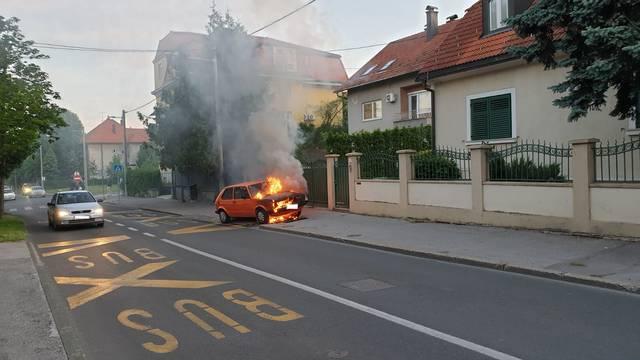 Požar auta u Zagrebu: Vlasnik stajao skamenjen od šoka...