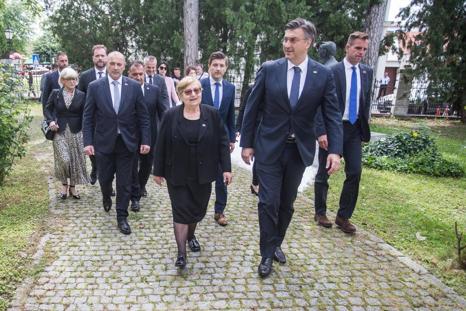 Predsjednik Vlade Andrej Plenković posjetio je Nacionalnu memorijalnu bolnicu Vukovar