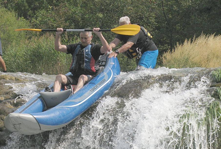 Tomislav Karamarko  liječi stres u kajaku na rijeci Zrmanji...