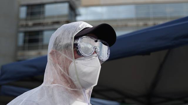 A cricket fan in PPE arrives at the Sydney Cricket Ground to watch Australia compete against India in Sydney
