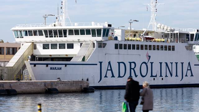 Jadrolionija privremeno obustavila liniju prema Italiji