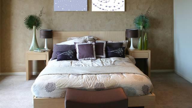 Za sklad u vezi ormariće stavite na obje strane kreveta u sobi