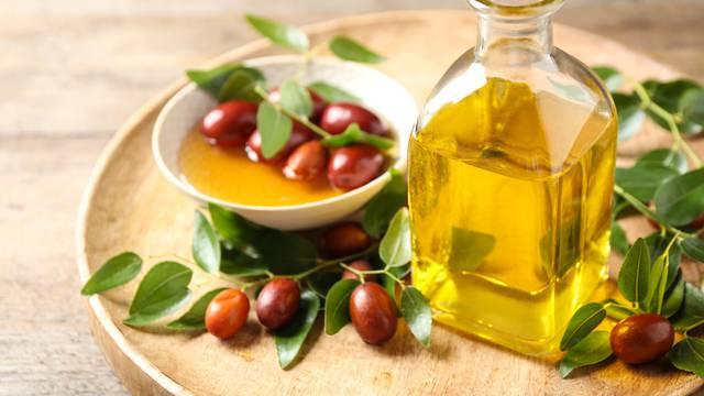 Fantastično ulje jojobe: Hrani kožu lica i pospješuje rast kose
