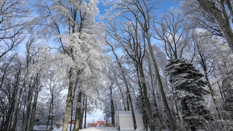 U gorju i nizinama bijeli Božić, a na Jadranu kiša i grmljavina
