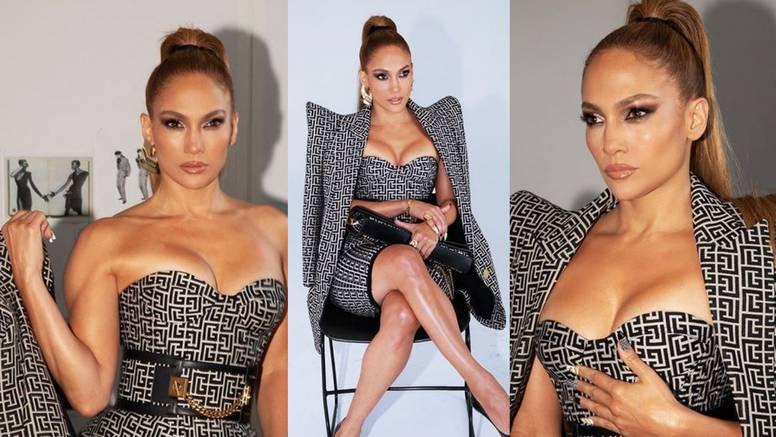 Jennifer Lopez nosi outfit u znaku ultimativne logomanije