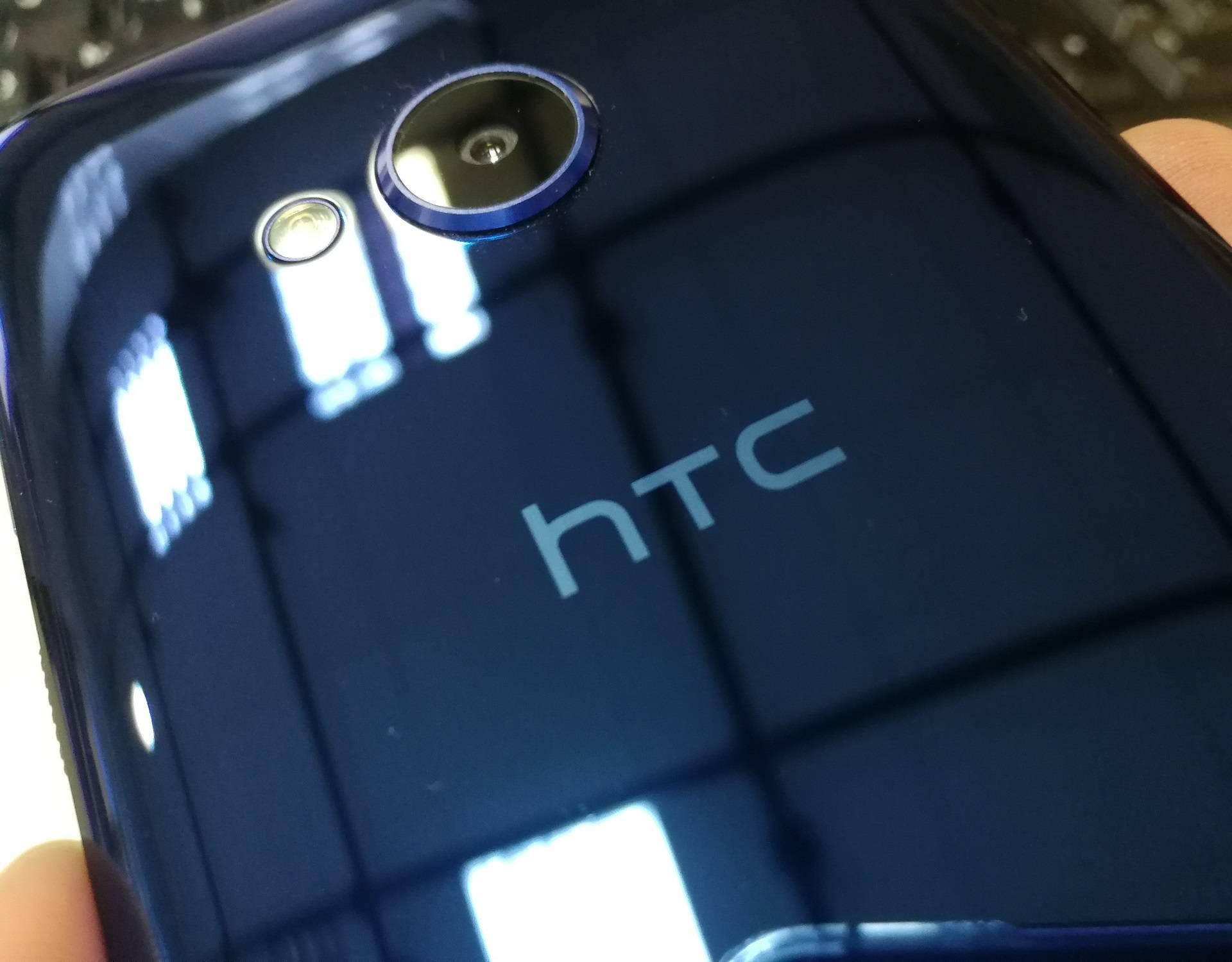 HTC radi telefon kojeg ćete morati stiskati da bi radio
