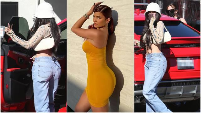 Procurile neuređene fotke Kylie Jenner: Guza privukla pažnju