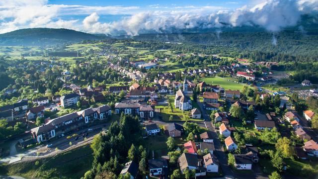 Poželjan gradić za život u kojeg se stalno ulaže i daju poticaji za mlade obitelji...