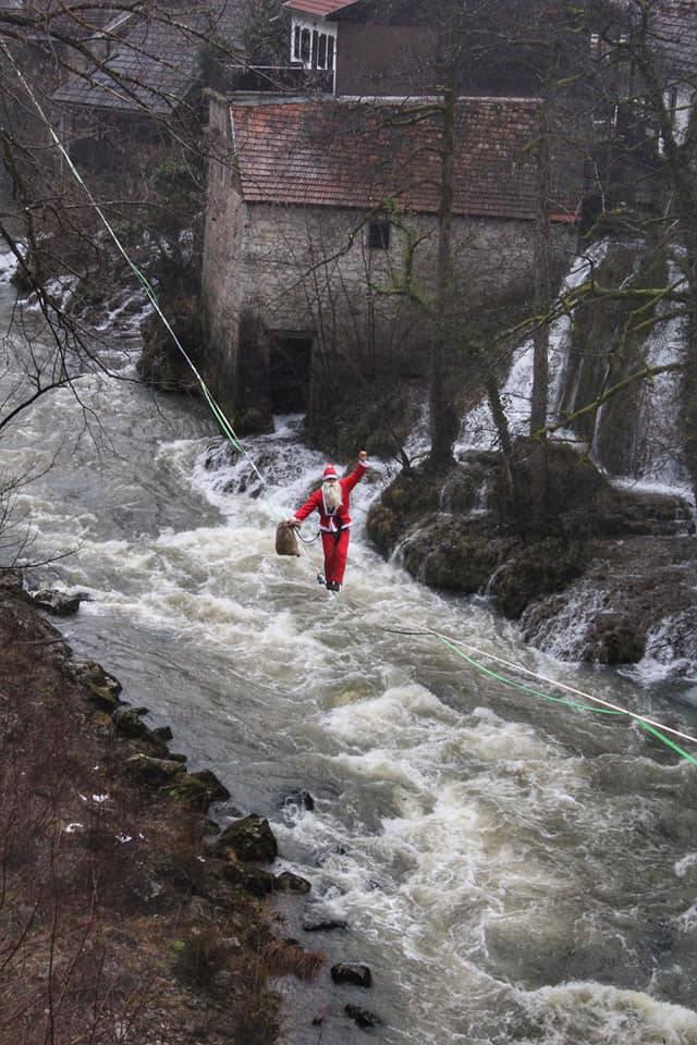 Djedica je u Rastokama šetao po užetu iznad podivljale rijeke