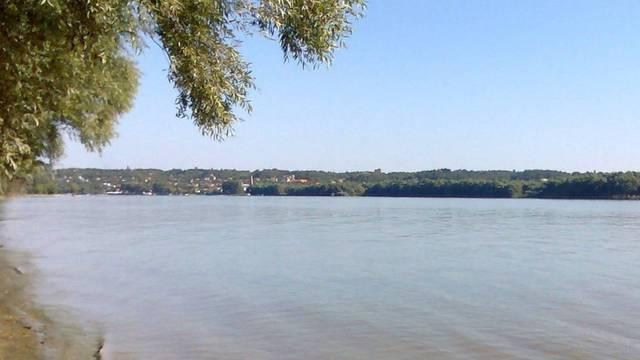 Strašna tragedija u Vojvodini: Dječak (10) utopio se u bazenu, a tinejdžeri (14 i 16)  u kanalu